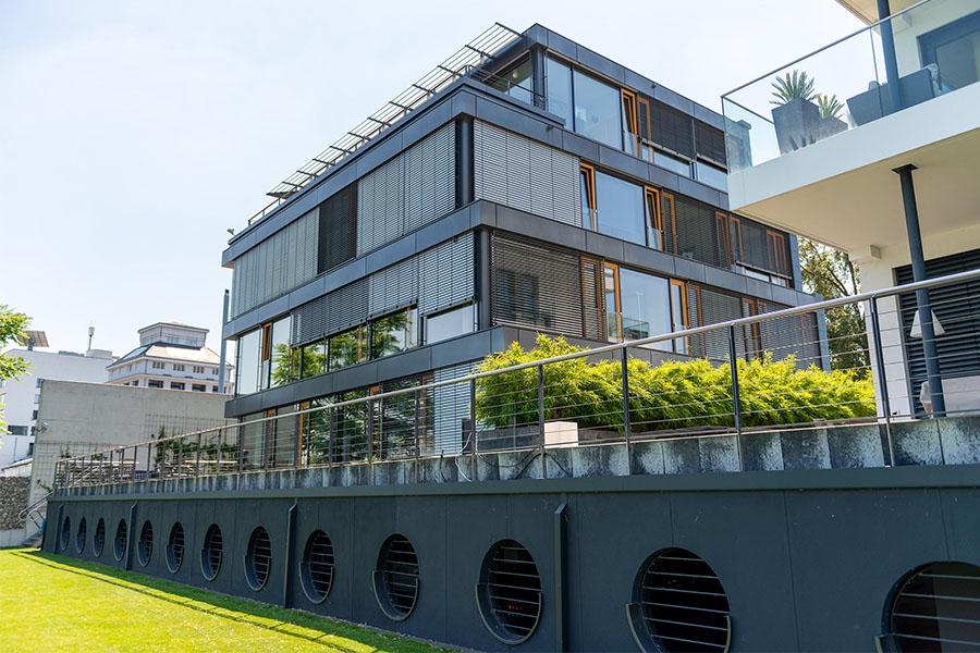 WetterOnline-Klimahaus vom Rhein aus gesehen