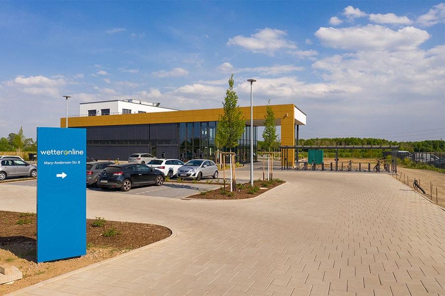 WetterOnline-Gebäude in Bornheim mit großzügigem Parkplatz