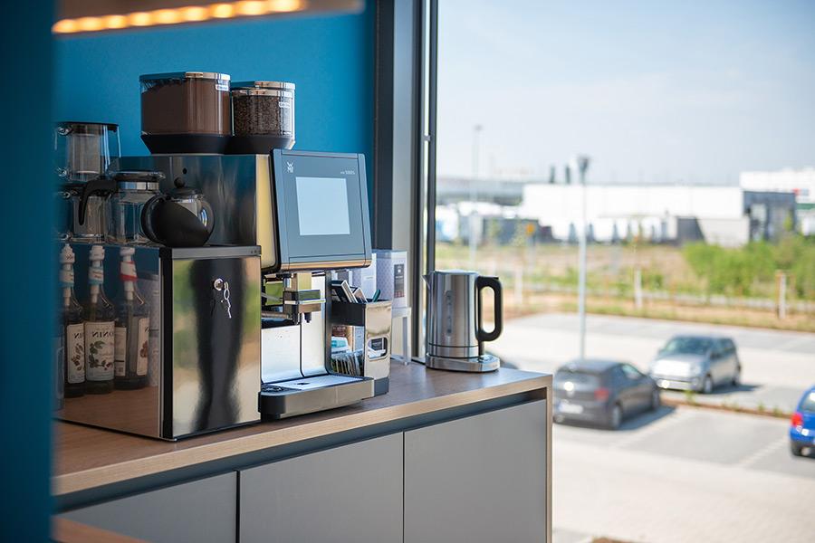 Blick aus der Bornheimer Kaffeeküche auf das Außengelände