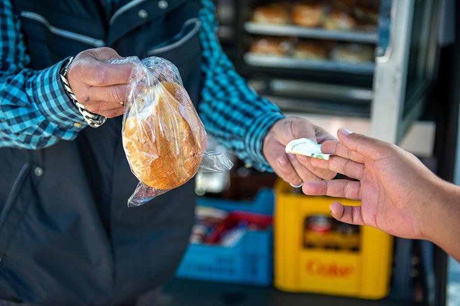Der Semmelexpress verkauft Brötchen und andere Snacks