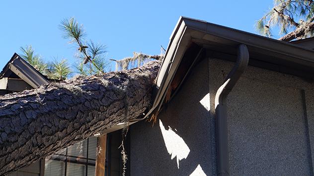 Sturmschaden am Hausdach